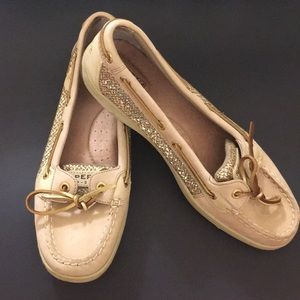 Brand new pair of sperrys! Never worn!